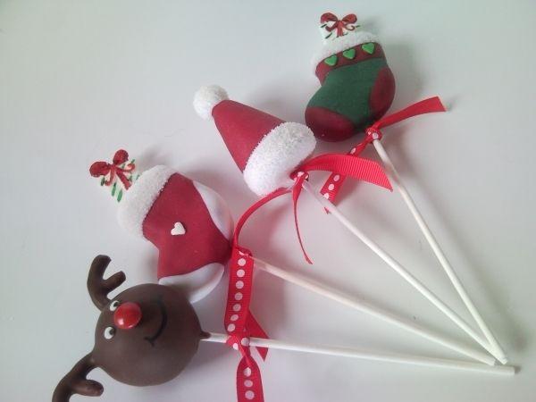 Christmas cakepops #Christmas #cakepops #stocking #reindeer #hat