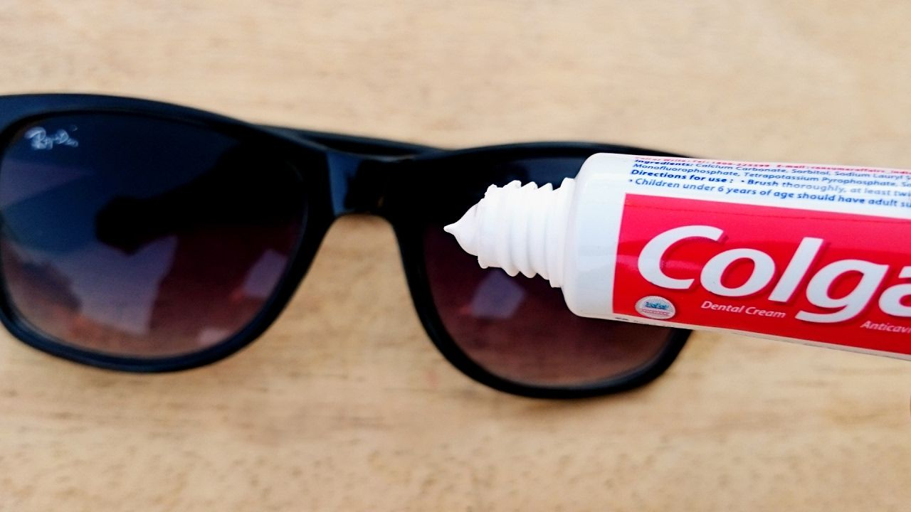 How to use toothpaste to fix scratched glasses fix