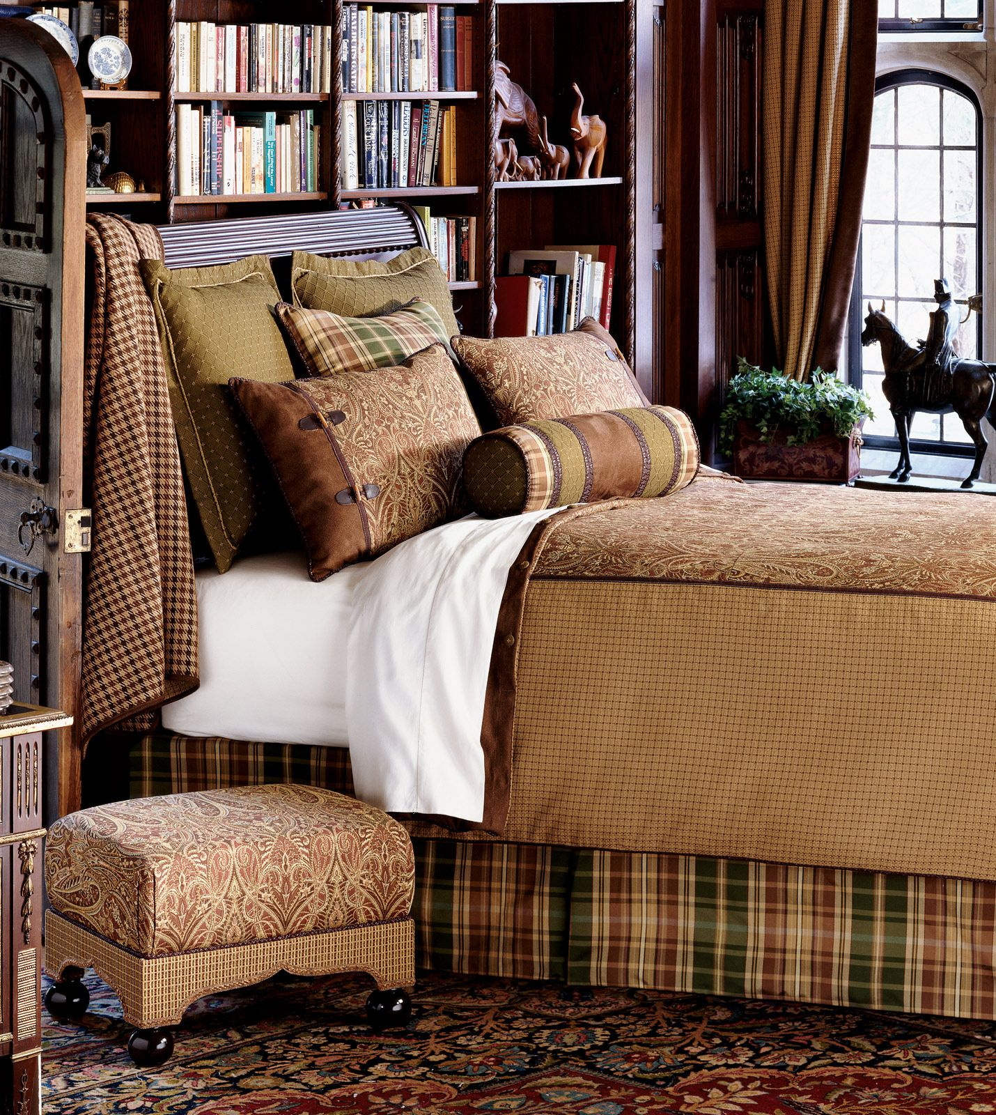 Best Masculine Bedroom Books Behind The Bed Workable 400 x 300