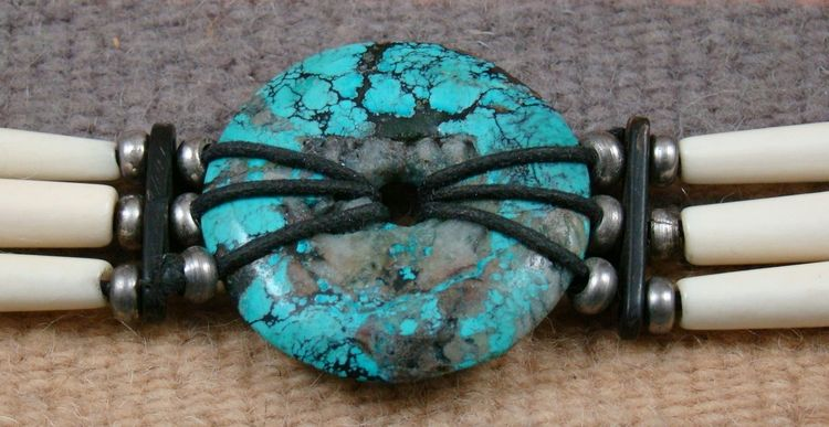 sioux-turquoise-bone-necklace-757H-1.JPG