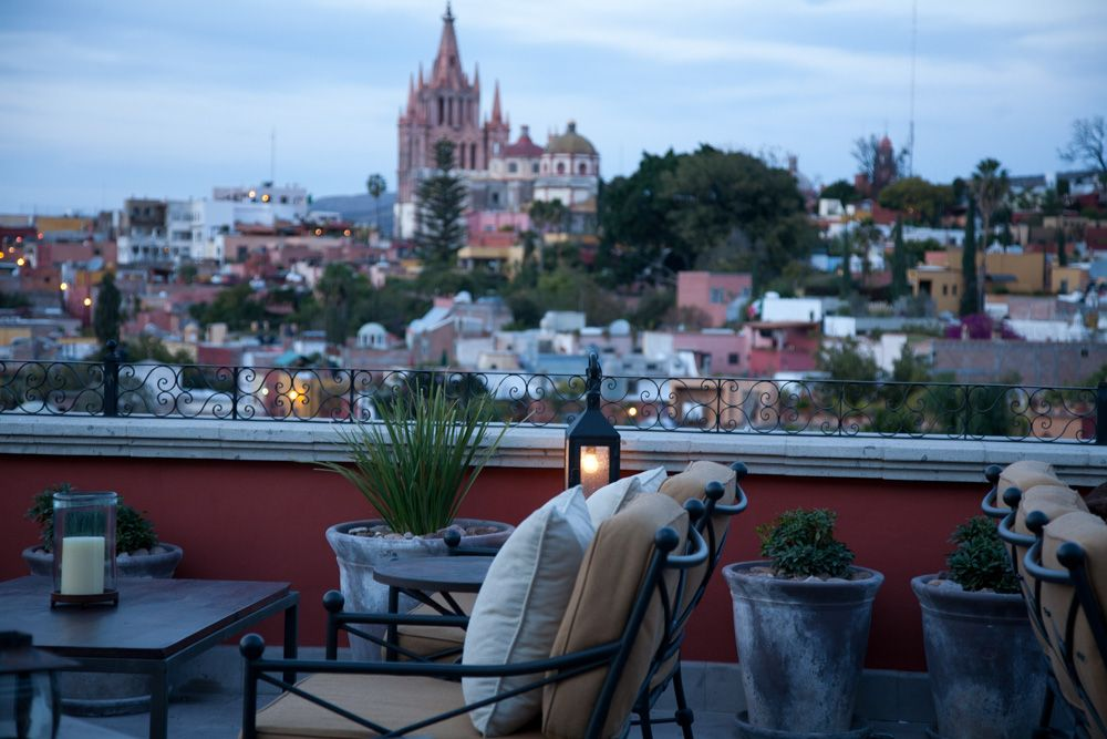 Luna Rooftop Tapas Bar Located At The Rosewood Hotel In San Miguel You Will Find Luna The Rooftop Ta Rooftop Dining Rooftop Restaurant San Miguel De Allende