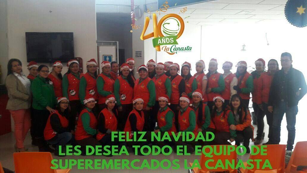 Todo el equipo de #SupermercadoslaCanasta te desea una feliz #Navidad  #Canasta40años #Sogamoso #Duitama