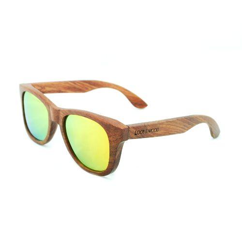 Op zoek naar een zonnebril met een unieke look? Dan is onze houten zonnebril Bryce jouw ding! De combinatie van het gebruikte Rose hout en de oranje gespiegelde glazen geven deze bril een toffe en opvallende uitstraling. Ideaal voor bijvoorbeeld een festival! Deze houten zonnebril hebben wij speciaal laten maken voor mensen met een wat smaller gezicht. Tot slot hebben de brillen naar buiten verende scharnieren, waardoor de bril bijna iedereen goed zal passen!