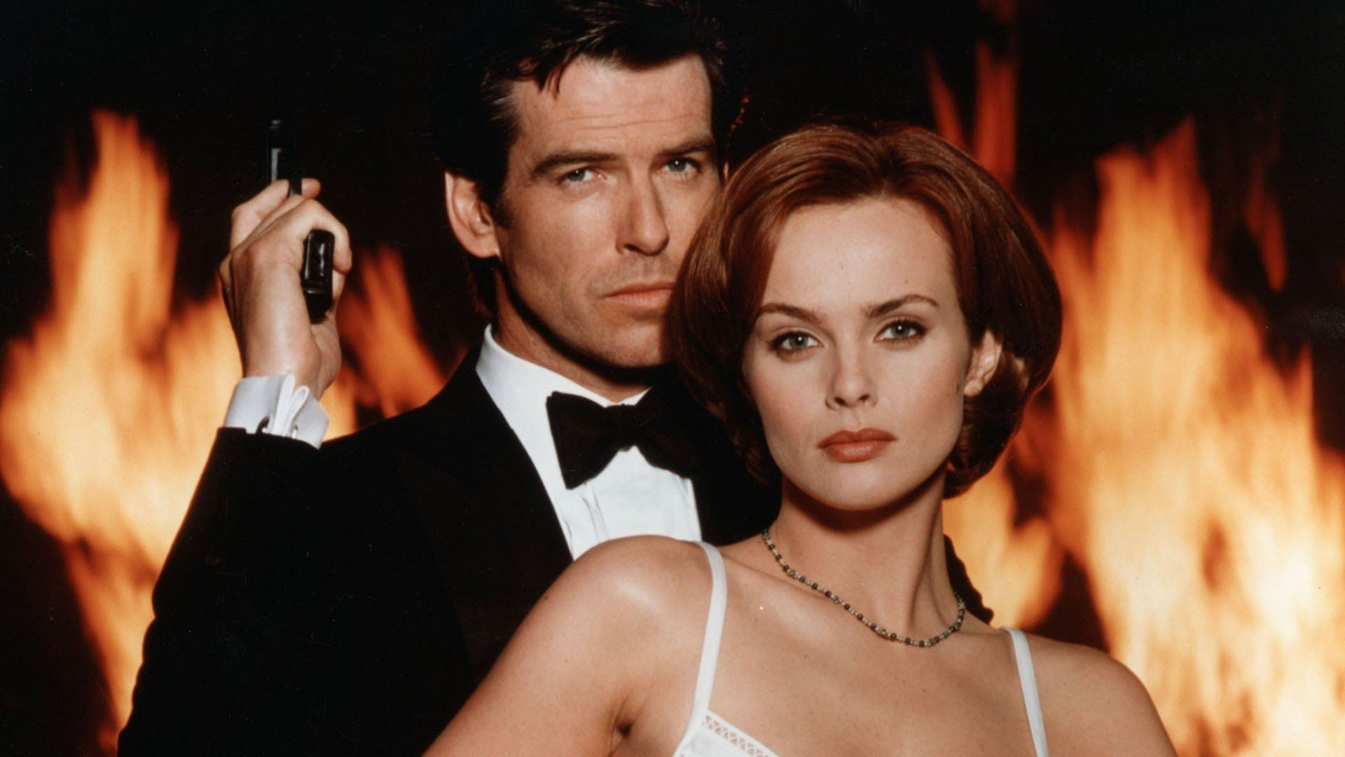 Movies James Bond Pierce Brosnan Izabella Scorupco Go