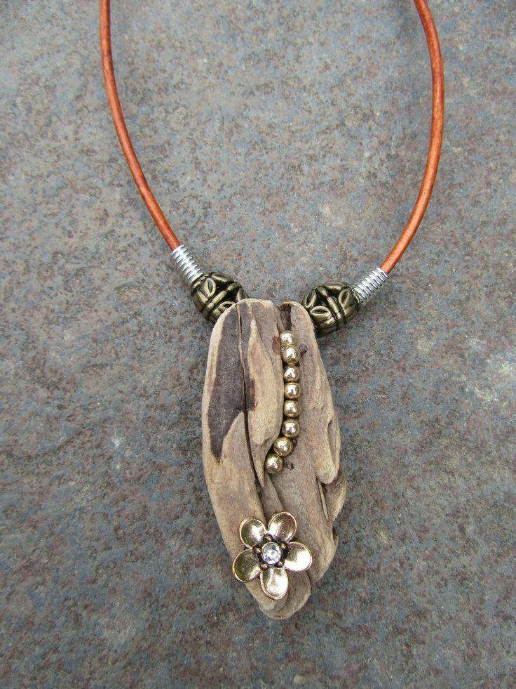 Treibholz-Halskette, schöner Treibholz-Schmuck, echtes Leder, ganz natürliches Treibholz