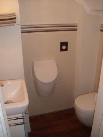 dieses g ste wc hat eine grundfl che von nur 1 4 m der verzwickte grundriss hat 12 zimmerecken. Black Bedroom Furniture Sets. Home Design Ideas