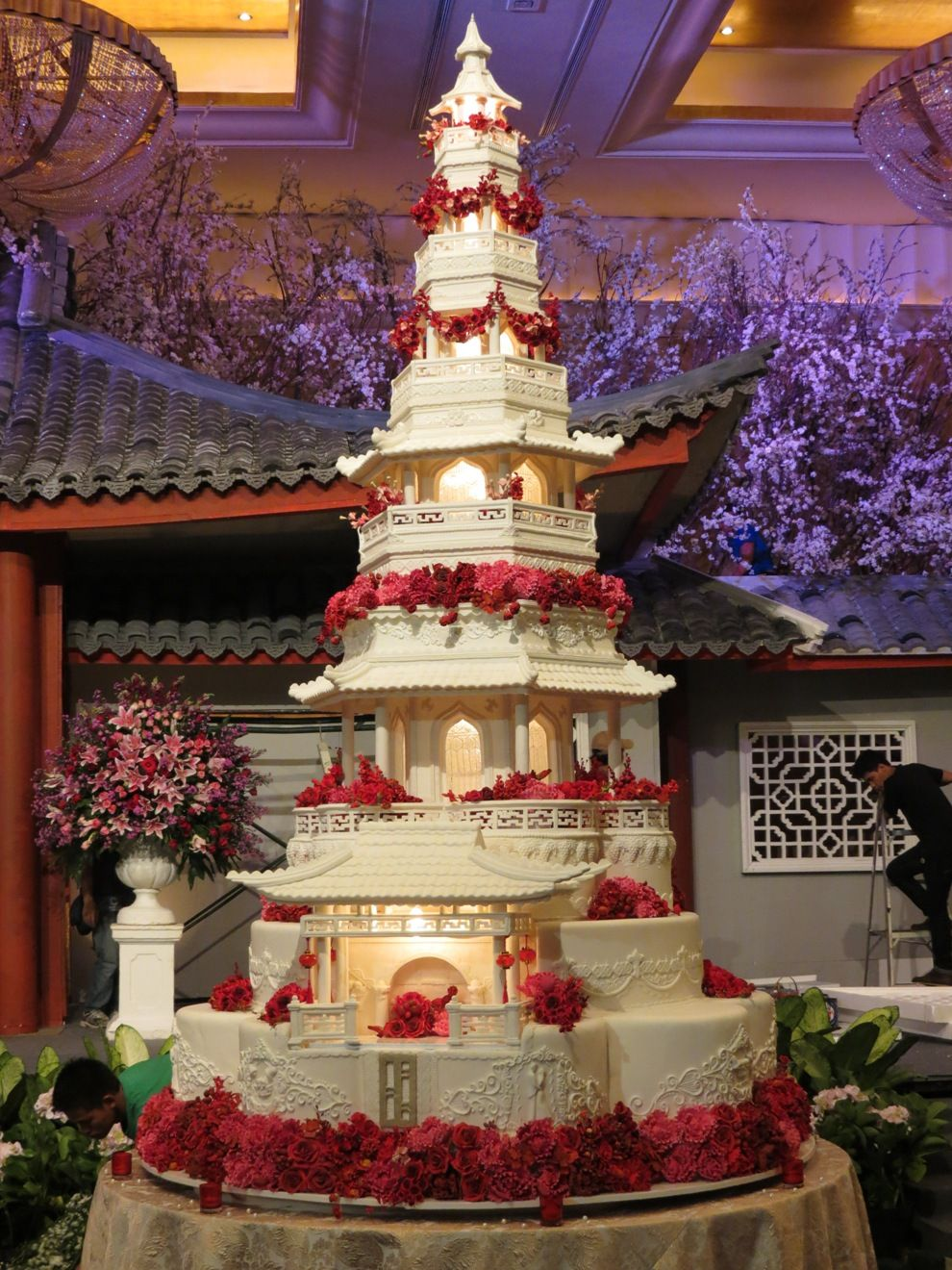 Wedding Cake White Red Flowers Extravagant wedding cakes
