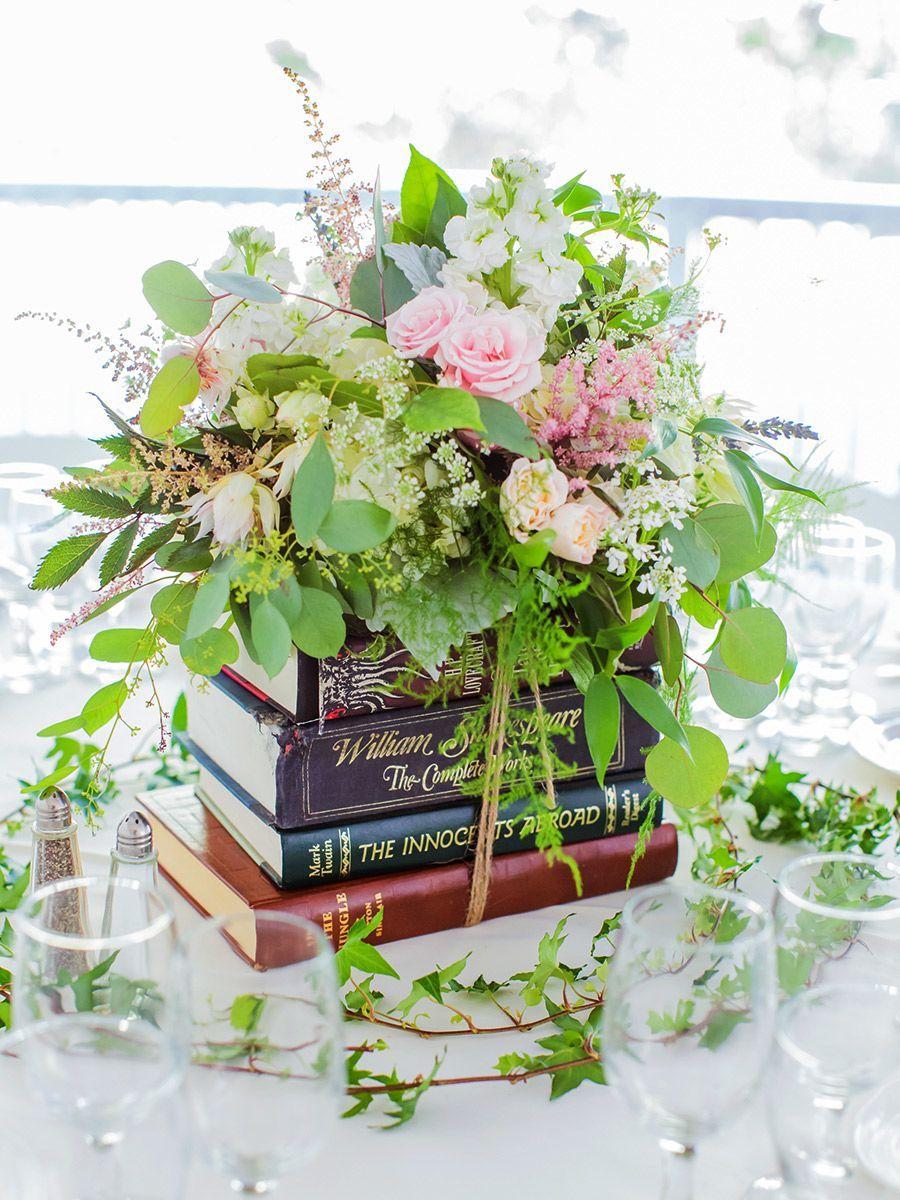 14 Kreative Möglichkeiten zur Verwendung von Büchern als Hochzeitsdekoration   – Reception Details