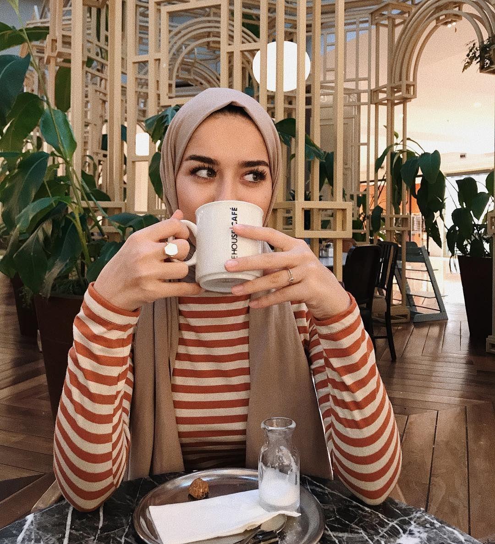 Sara Jaber Adli Kullanicinin Cover Girls Panosundaki Pin Basortusu Modasi Stil Fotografcilik