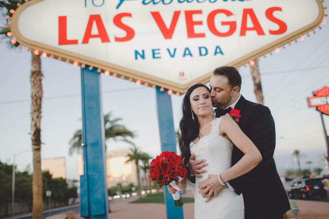 Vegas wedding vegas weddings las vegas viva las vegas for Las vegas wedding dress