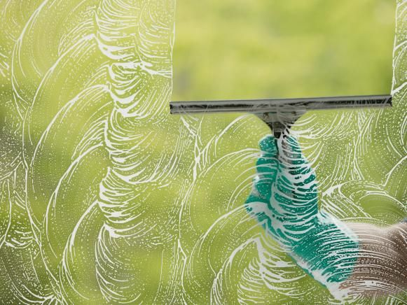 How To Clean Windows Like A Pro Washing Windows Glass Pool Fencing Diy Cleaning Products