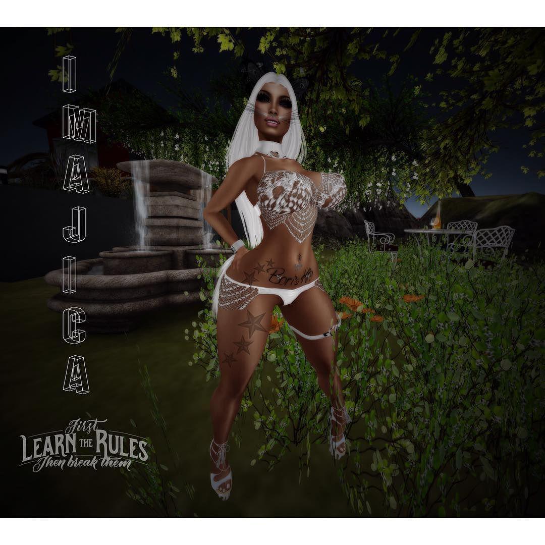 Busty dancing avatars