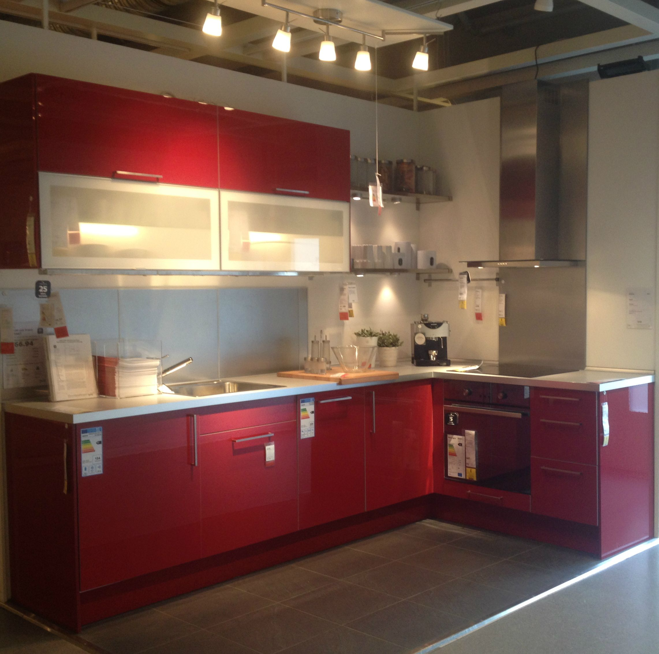 Küche In Rot Rote Küche In L Form Kuchnia Czerwona Red Kitchen