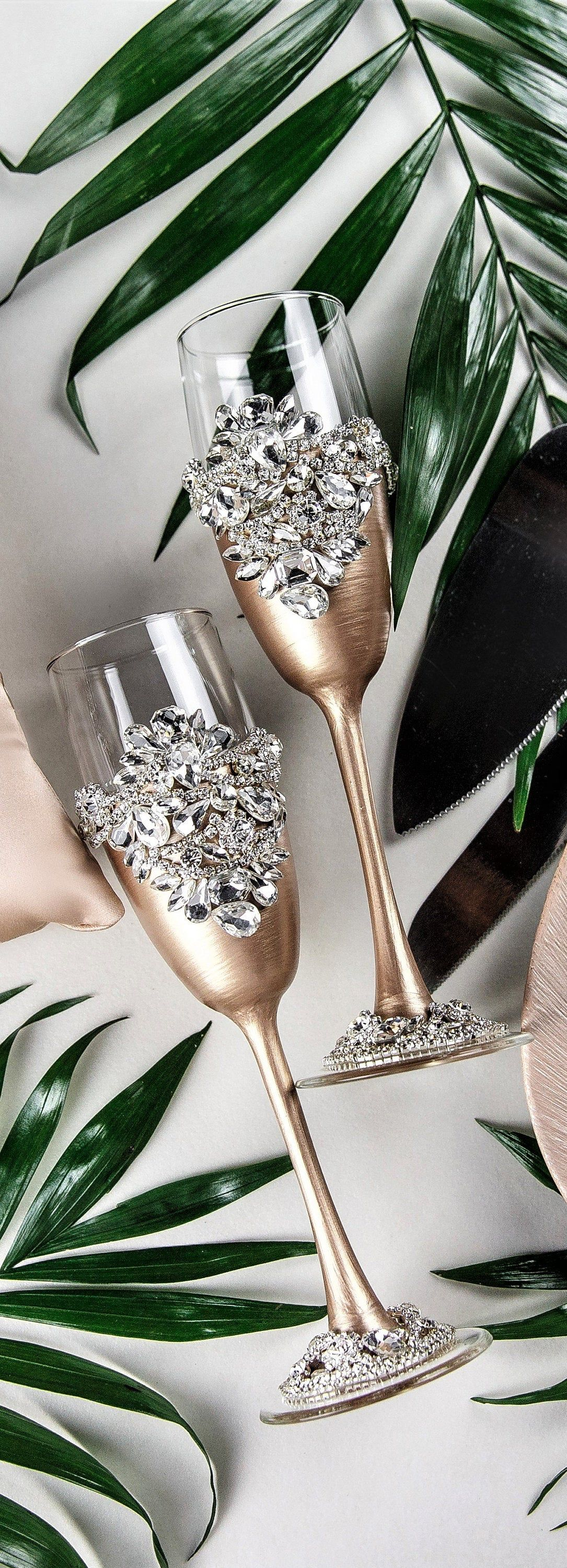 Engraved champagne flutes ans cake cutter set plate and