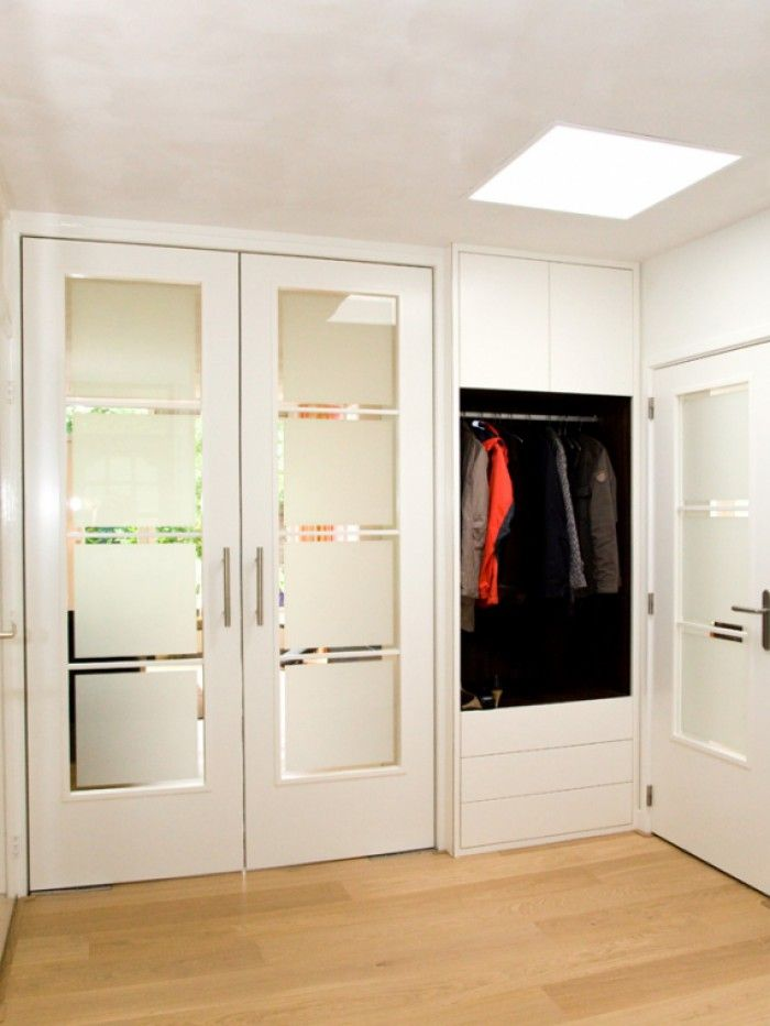 Zweefdeurkast Met Melkglas.Melkglas Deuren In Hal En Inbouw Garderobe Kast Hal In 2019
