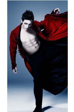 アメリカを熱狂につつんだ バレエ Dracula ドラキュラ が日本初上陸 ドラキュラ バレエ ミホーク