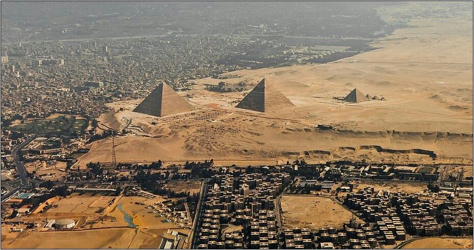 View From The Air For The Giza Plateau And The Pyramids Of Giza Agypten Pharao