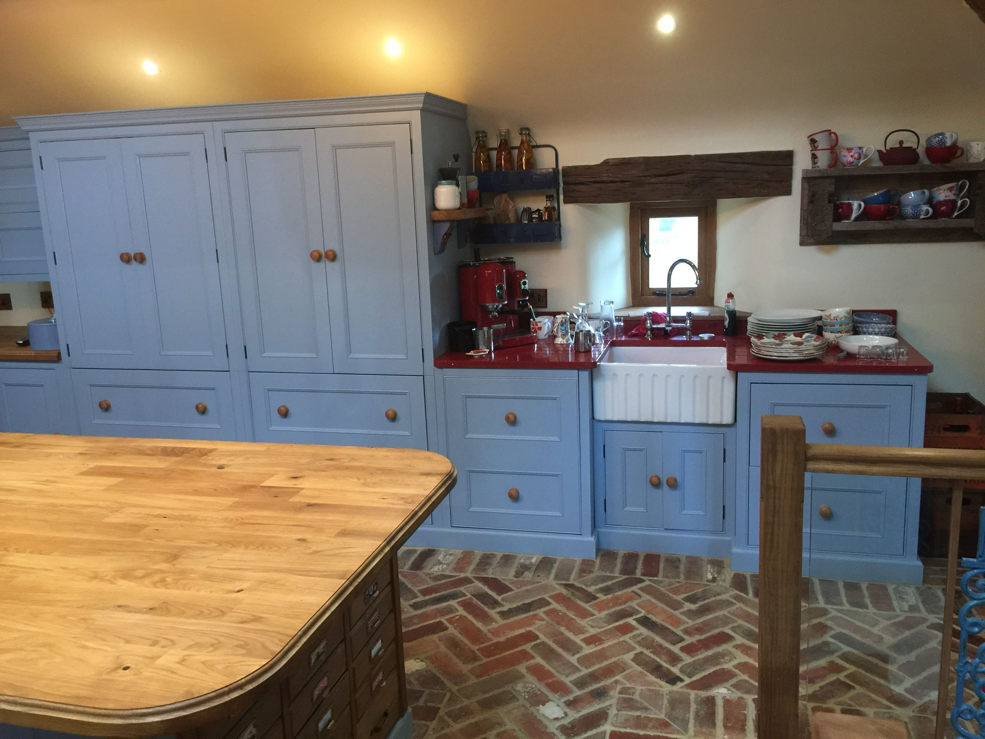 A lovely example of one of our handmade kitchens with white quartz ...