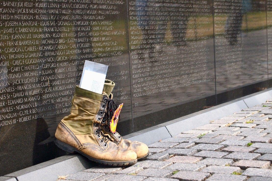 Who Designed The Vietnam Wall Classia Net For Vietnam Veterans Vietnam Veterans Memorial Vietnam Memorial