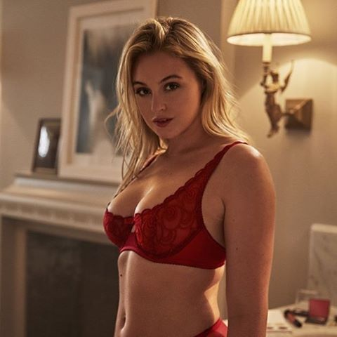 roses are red . . #iskralawrence #iskrasarmy #everyBODYisbeautiful