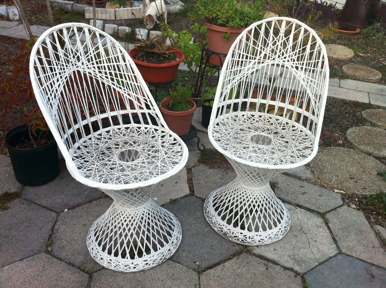 Vintage russell woodard spun fiberglass patio chairs for Woodard outdoor furniture