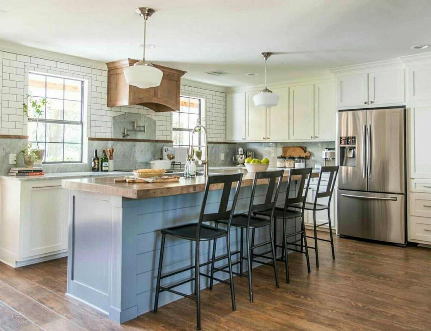 Pin by Lauren Willis on Kitchens! | Fixer upper kitchen ...