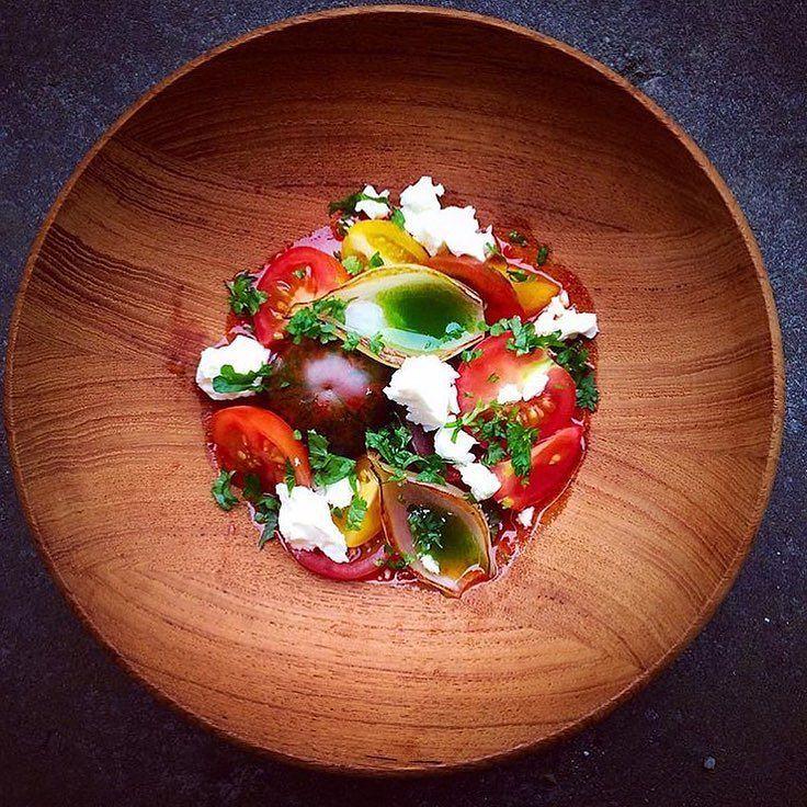 Tomato - basil - feta - cheese - onion  @chefrichardkarlsson  #grateplates #gratechef #plating #style #instachef #instafood #cool #cook #chef #hipsterchef #pass #service #gastroskills #theartofplating #gastroskills #gastroart #restaurant #michelin #rosettes #gourmet #food #foodporn #love? #hate? #foodstarz #artistic #theartofplating #myroundplate by grateplates