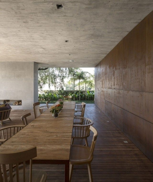 Esstisch Massivholz-Decke Putz-Beton Wohnhaus-Offene wände-P-House