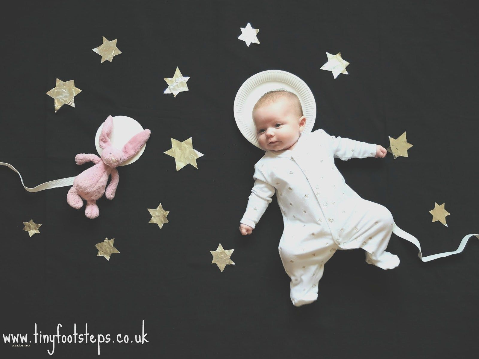 Home newborn photography ideas lovely home newborn photography ideas four generations shoot newborn photos hands mother