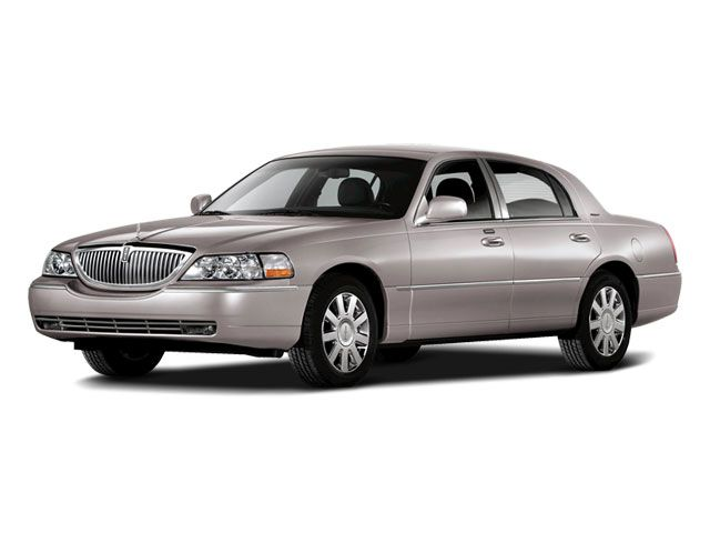 The Lincoln Town Car Was Produced From 1981 To 2011 And Is One Of The Most Popular Limousine And Chauffeured Cars I Lincoln Town Car Reliable Cars Lincoln Cars