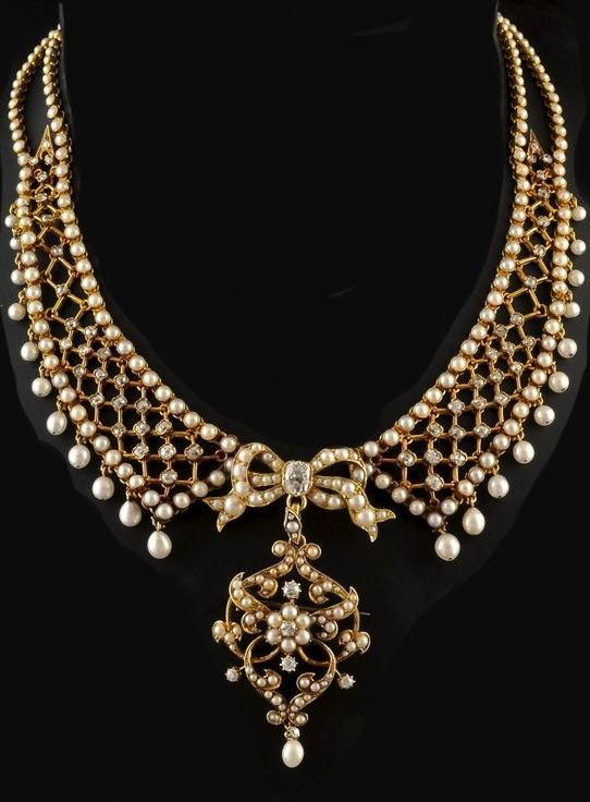 Antique gold Necklace - Antique 18c gold Necklace with oriental pearls and diamond set, the Brooch / Pendant is detachable. French circa 1880