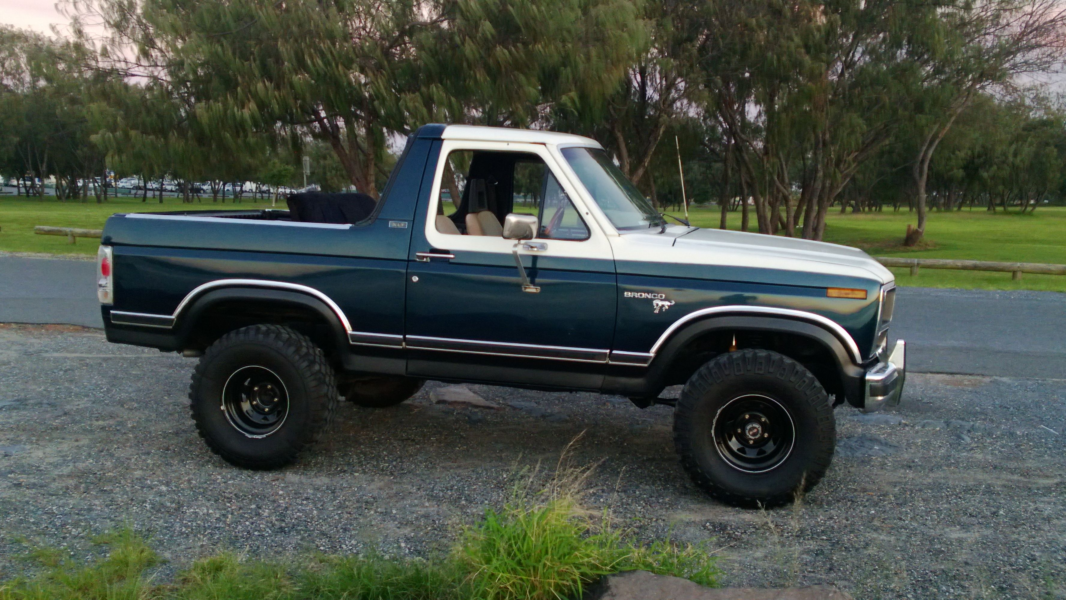 1981 Ford Bronco The Ford Bronco Is A Sport Utility Vehicle That Was Produced From 1966 To 1996 With Five Distinct Generations Ford Bronco Ford Suv Bronco