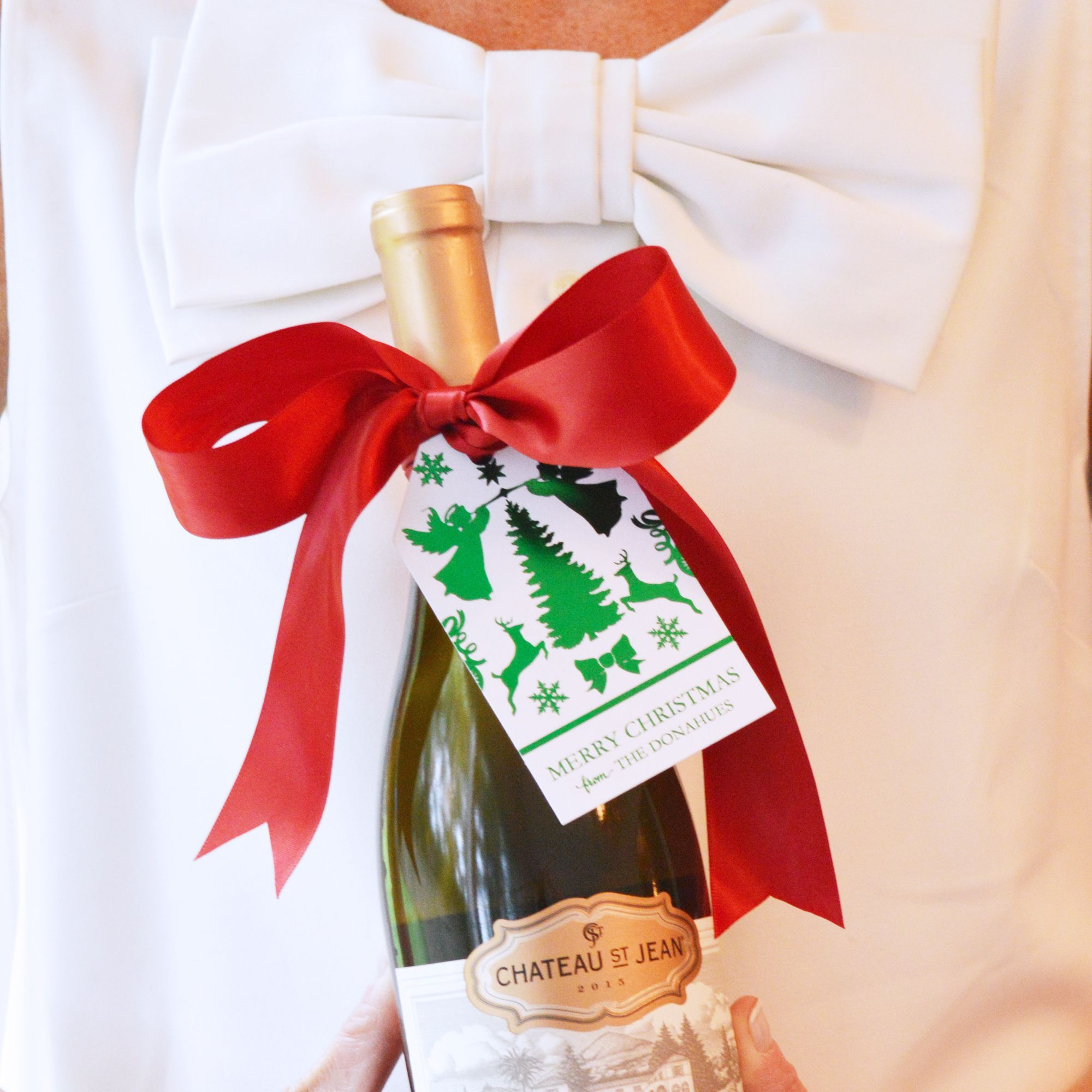 A Bottle Of Wine Never Looked So Good Dress Up Your Holiday Hostess Gifts With A Foil Stamped Gift Tag Bow Holiday Hostess Gifts Gift Tags Hostess Gifts