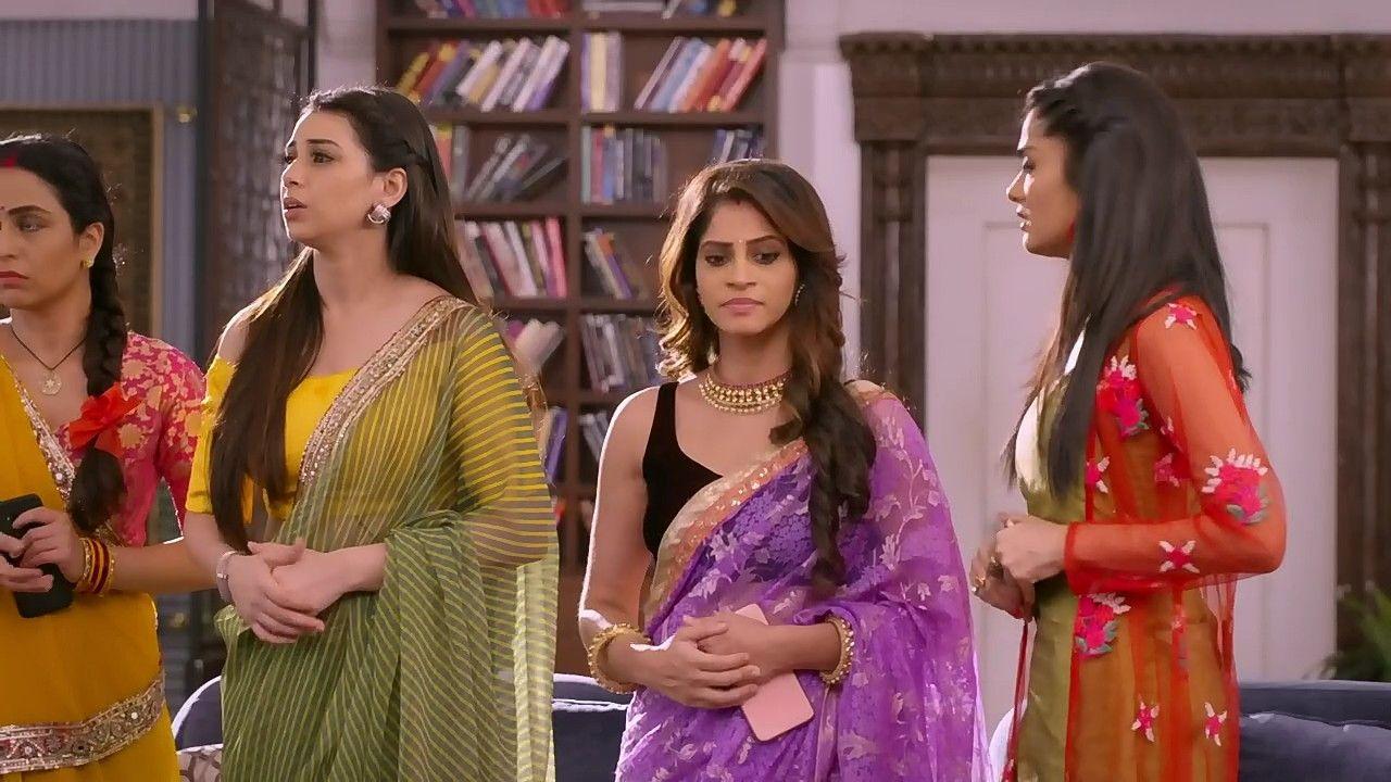 Young Indian Aunties Saree Stripping Photos | Hot Indian Desi Aunties