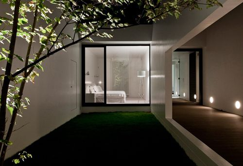 TH House by Baqueratta -  like the lighting