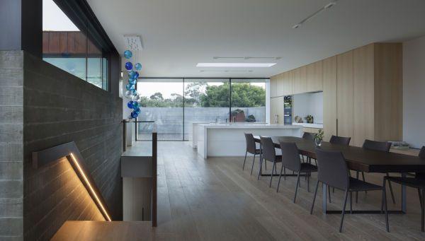 Glas als Schiebeelement für eine fließende Raumgestaltung. - heinze.de