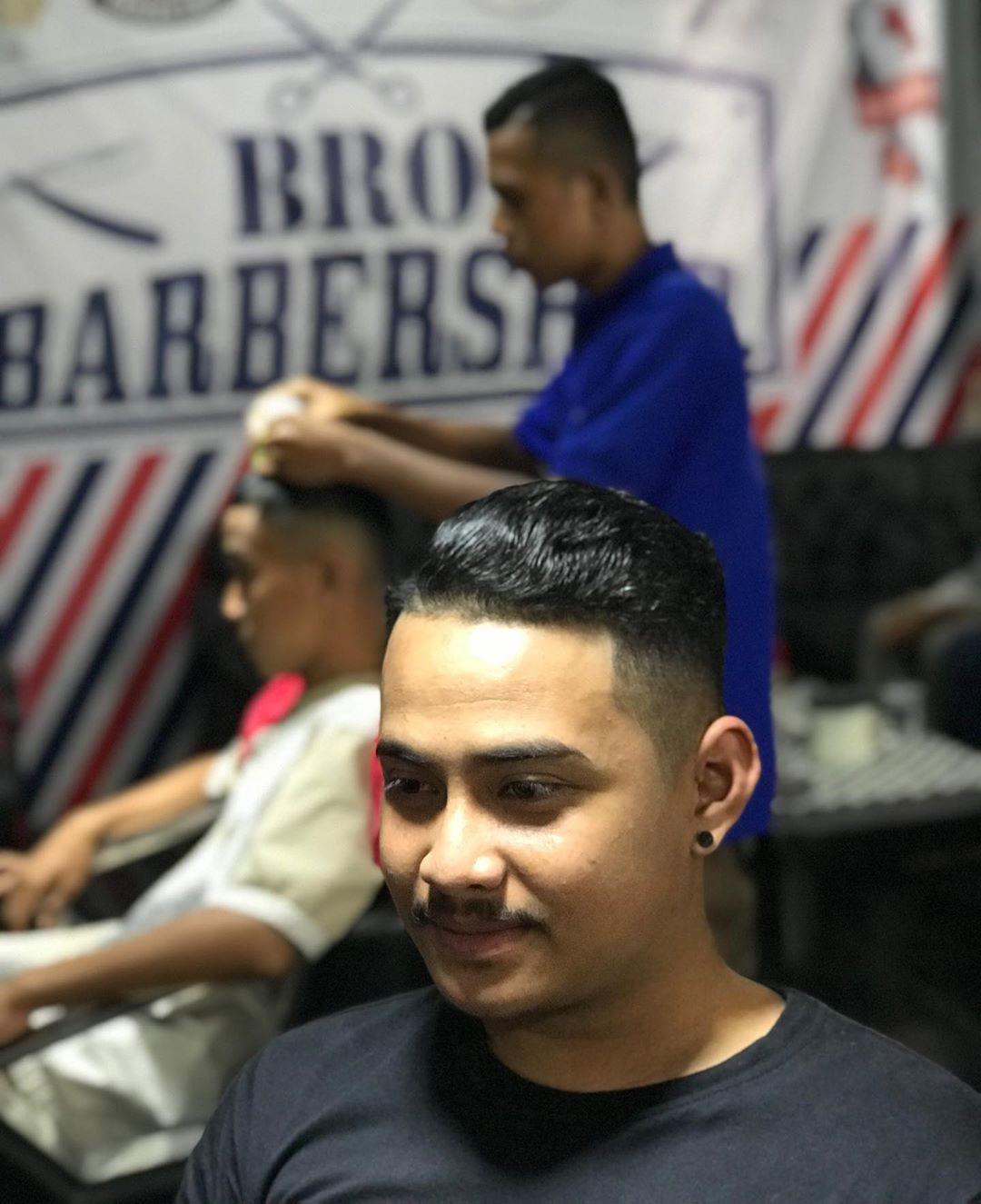 Solusi Ketampanan Pria Mau Tampil Keren Dan Stylish Kunjungi Brobarber Shop Nbsp Nbsp Paket Nbsp Nbsp Cukur Cukur Stylish Barber Shop Hair Styles