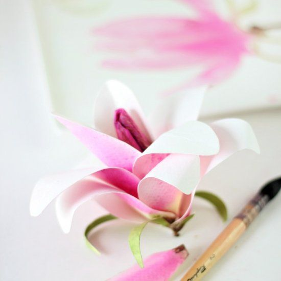 Make some spring blooms with this beautiful and realistic watercolor paper Magnoila flower. With free watercolor petal printables.