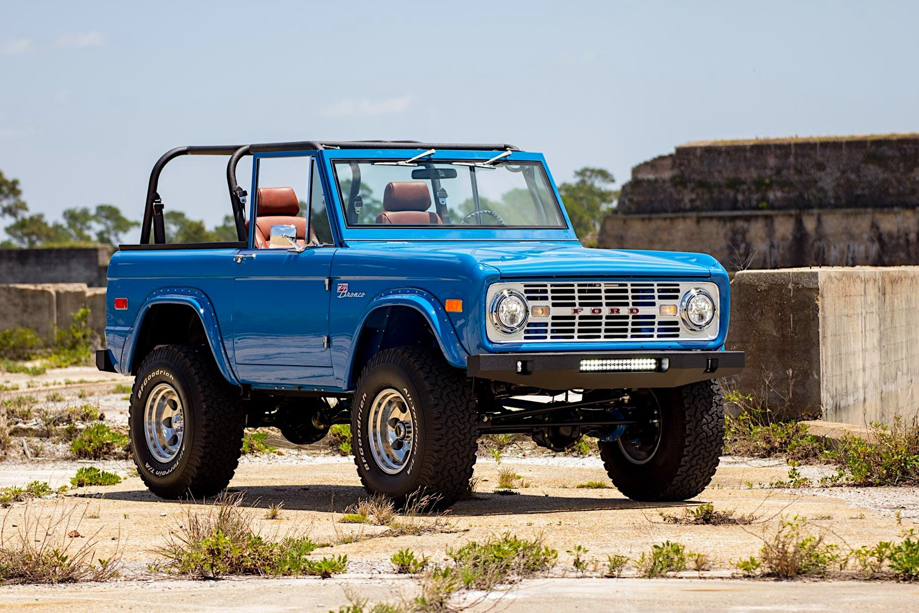 Fully Restored Bright Blue 76 Ford Bronco Jeep Branco Jeep Ford