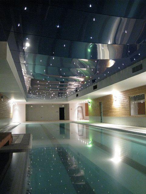 Dise o de piscinas modernas cubiertas by masquetechos via for Piscinas modernas