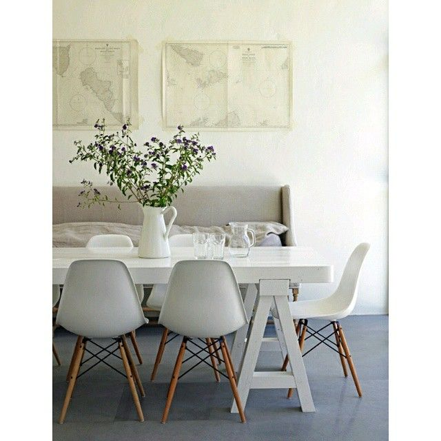 Las sillas eames acompa ando una mesa rectangular for Casa minimalista rectangular