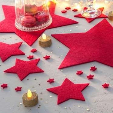 Rien de tel que quelques étoiles pour venir apporter un peu de féerie à votre nappe grise, belle mai... - Photo Pinterest