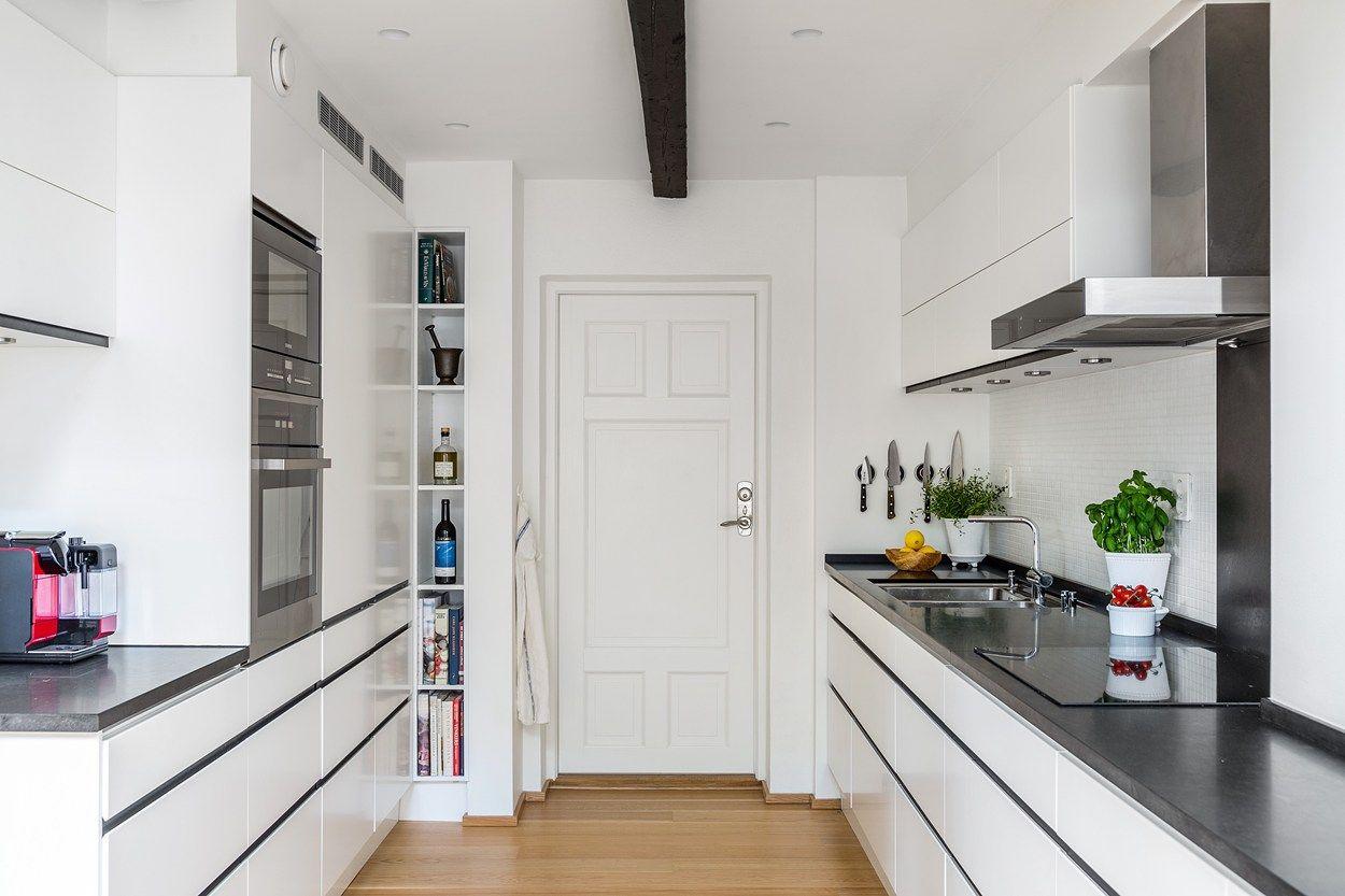 Kök kök mosaik : Vit köksinredning frÃ¥n Ballingslöv med infällda handtag och vit ...