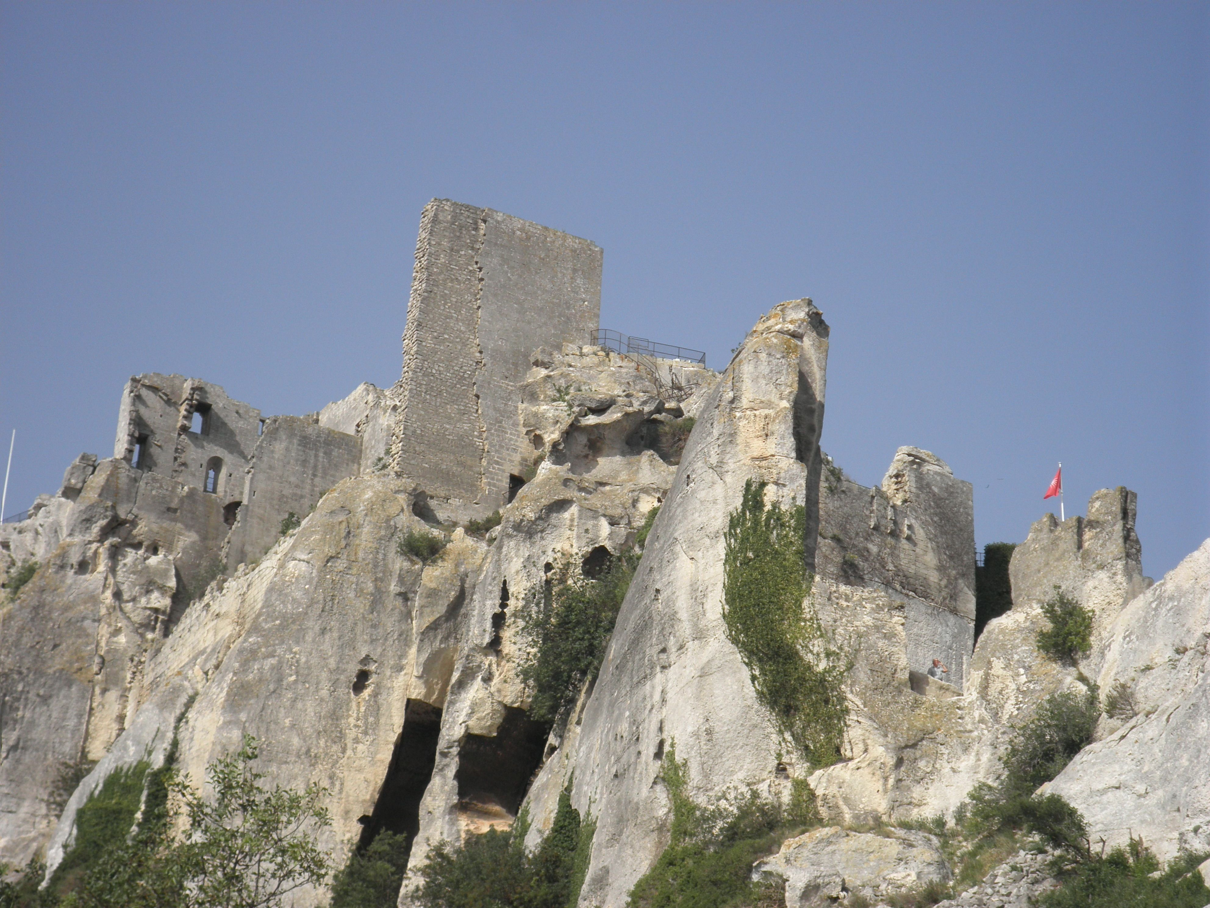 Looking Up At The Picturesque Castle Ruins At Les Baux De Provence In Southern France The Defensive Capabilities Of Baux Have France Castle Ruins Picturesque