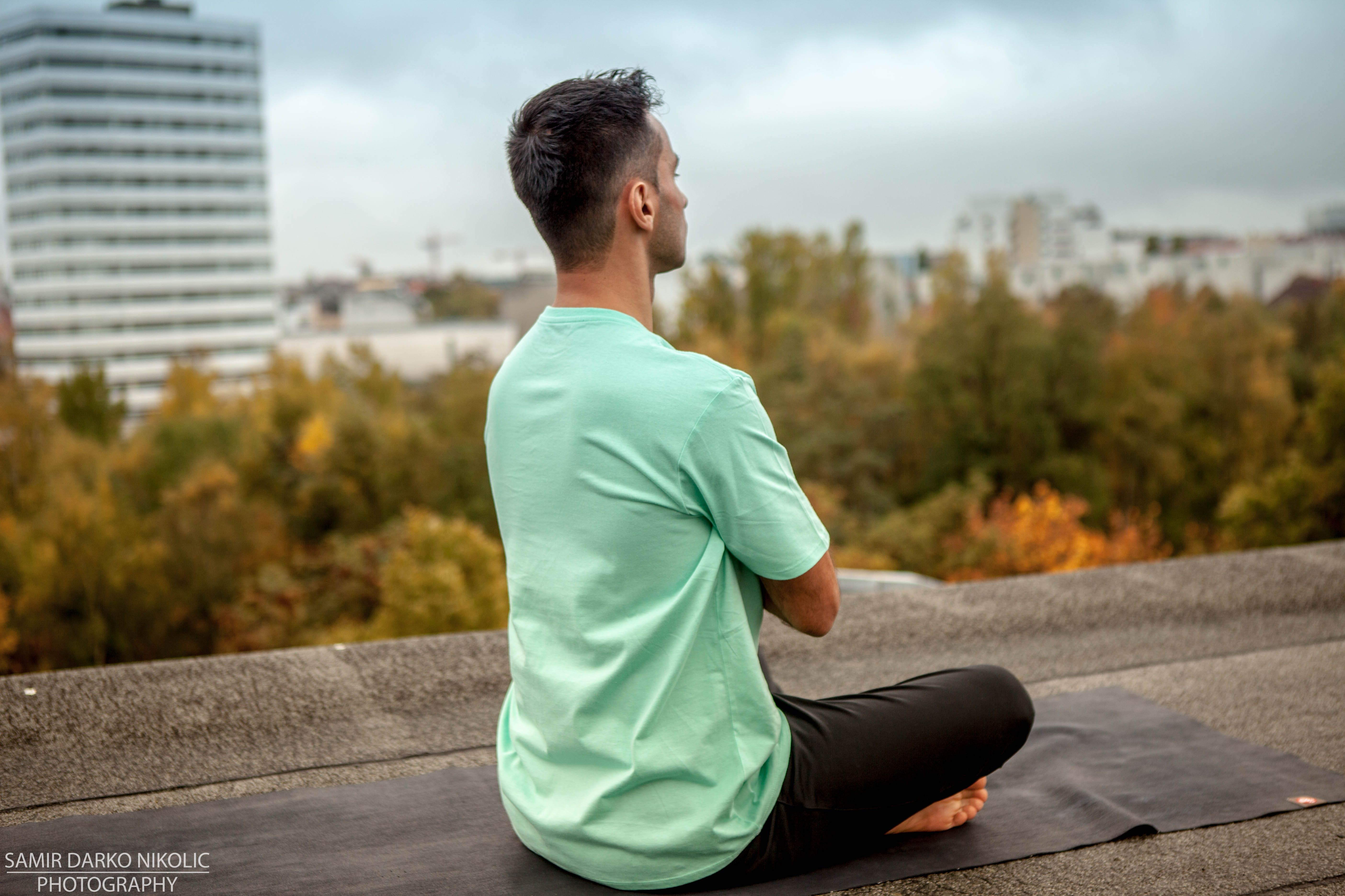 """""""Die Arbeit an der eigenen Person - die Beschäftigung mit seinem eigenen Körper - seinen Gedanken und Emotionen. Diese innere Arbeit mit sich selbst - und an dem was ist und nicht an dem - was sein sollte - das ist Yoga! Jede Therapieform - in der man sich ernsthaft mit sich selbst beschäftigt - in der Du etwas über dich selbst herausfindest verspricht ein hohes maß an Selbsterkenntnis und an Heilung."""" Vielen Dank für das Lesen dieser Wissensvermittlung! Inspiriert heute von - """"Peter Orban""""…"""