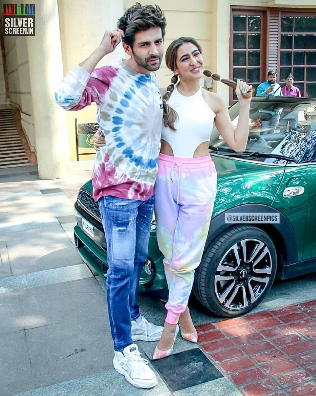 أول حساب تونسي لعشاق بوليوود On Instagram سارا علي خان كارتيك أريان خلال ترويجات فيلم Love Aaj K Bollywood Outfits Bollywood Celebrities Bollywood Girls