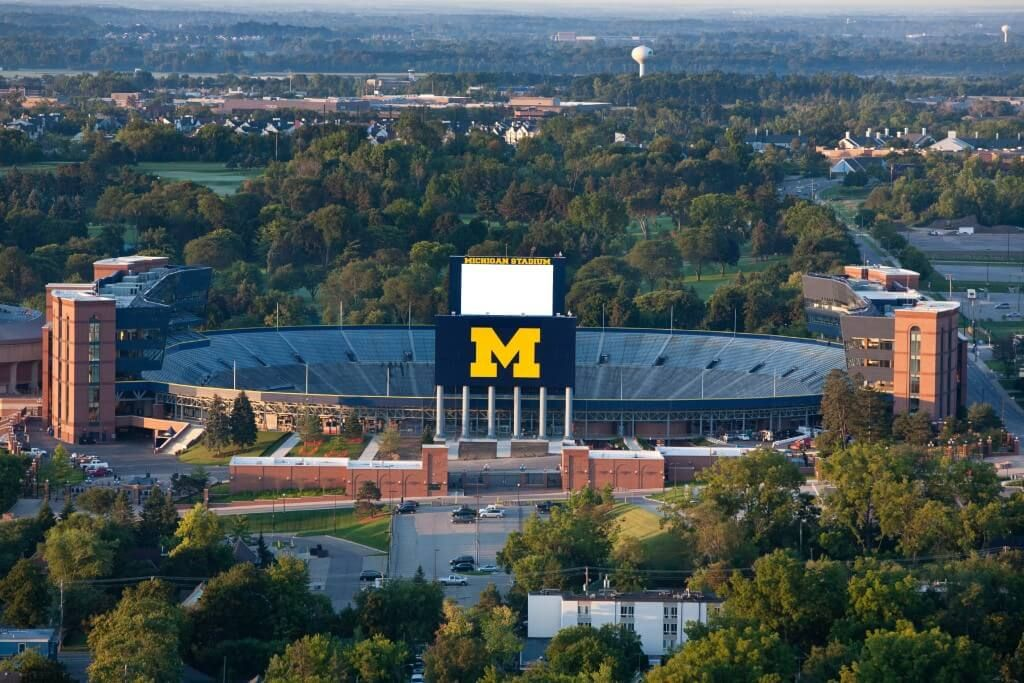 10 Twitter Account Every Michigan Student Should Follow College Magazine University Of Campu Universitie In America Ann Arbor Admission Essays Undergraduate Essay
