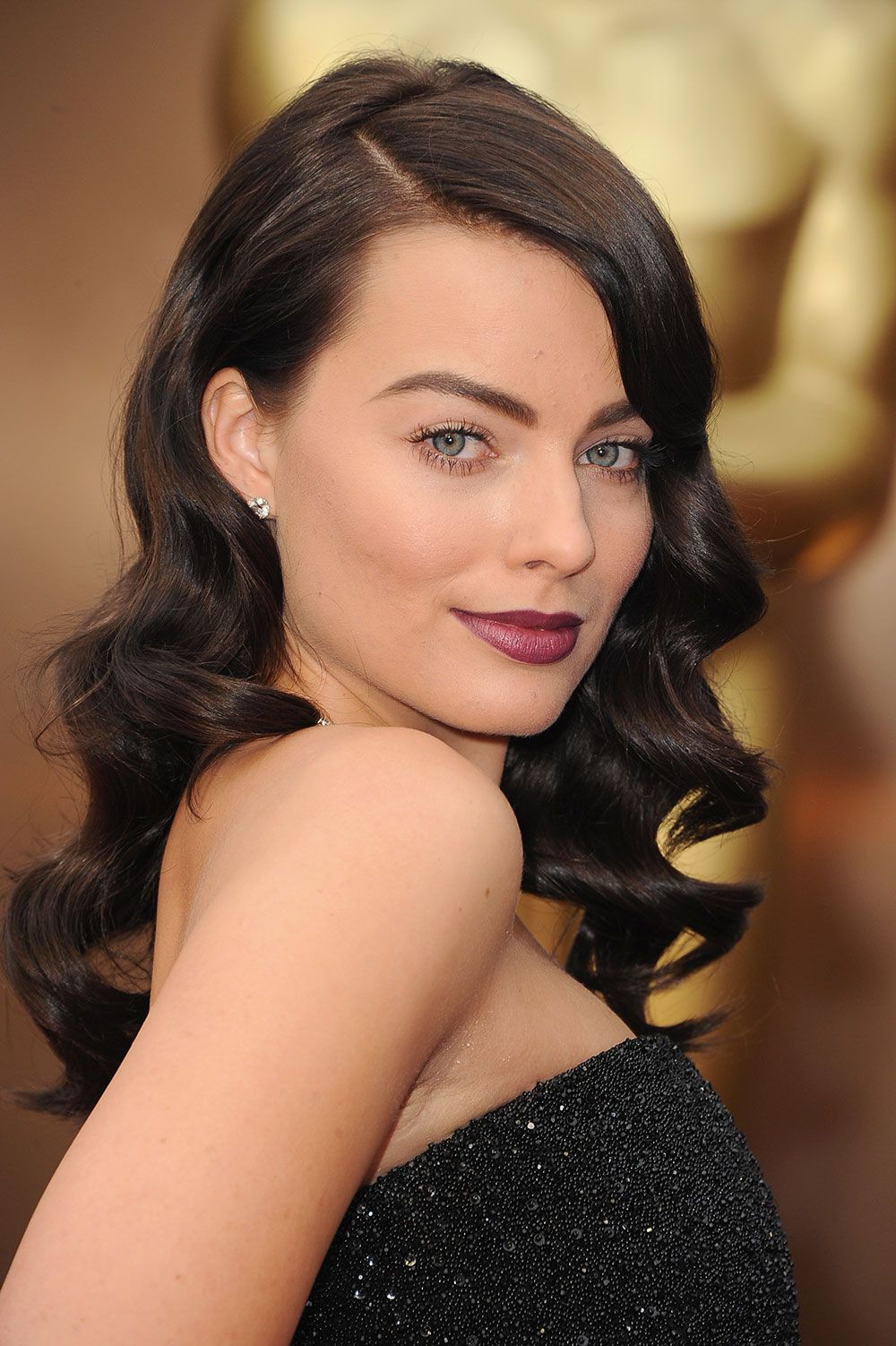 Elegant side hairstyles - Red Carpet Looks Margot Robbie The Half And Half Elegant Side Sweep
