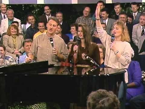 Bill & Gloria Gaither - He Leadeth Me [Live] ft  The Martins