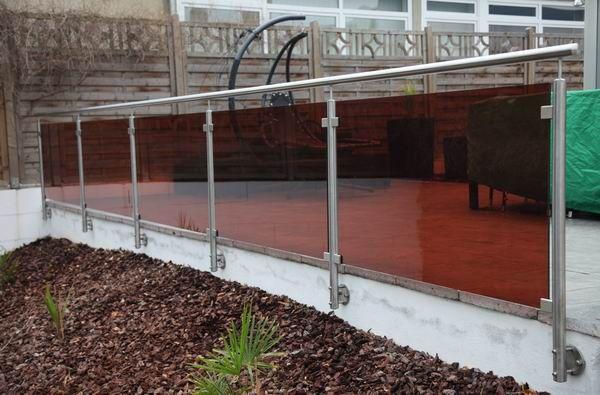 terrassengel nder und treppengel nder aus edelstahl und farbigem glas balcony fences. Black Bedroom Furniture Sets. Home Design Ideas